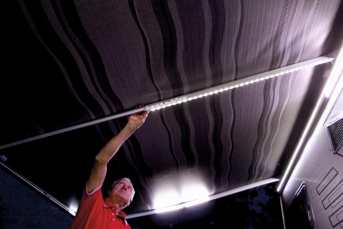 Fiamma Rafter LED teleskopierbare Spannstange